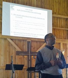 pastor-preaching_lark